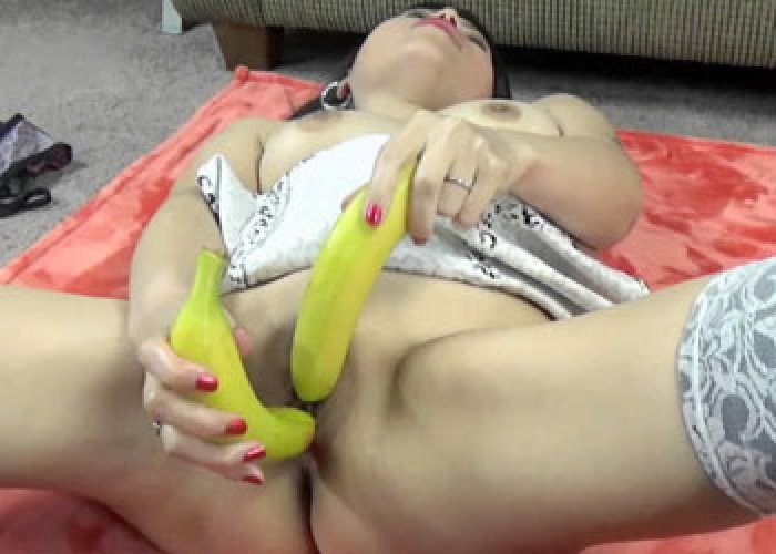 Asian wife Yuka gets kinky with bananas